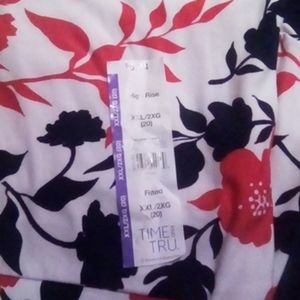 Size 2x red, white, and blue floral capri leggings